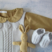 Knitted overalls with cables and hearts in soft blue, matching shoes. 100% merino wool. READY TO SHIP size newborn.