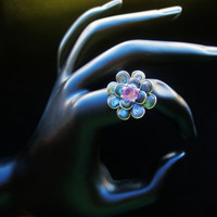 Vintage Signed 925 Sterling Silver Abalone Shell Flower with Amethyst Rhinestone Ring Size 6