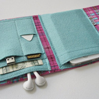 Nerd Herder gadget wallet in Pink Plaid for iPod, Android, iPhone, MP3, digital camera, smartphone, guitar picks