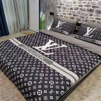 LV LOUIS VUITTON Luxury Designer Home Blanket Quilt coverlet 2 Pillows Shams 4 PC Bedding Set