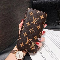 Louis Vuitton LV iPhone11promax mobile phone case leather case autumn and winter business card case protective cover xs leather soft max