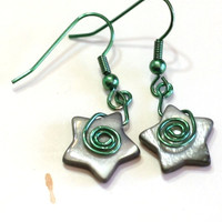 Black and Green Star Earrings - Black glass pearl star and green wire Fashion Earrings