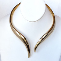 Rich Goddess Choker Necklace in Gold