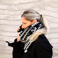 Crochet scarf, Daphne Big, winter fashion in black & white