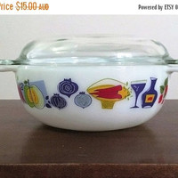 """PYREX SALE: Vintage 1960s JAJ Pyrex 2 Pint Easy-Grip Round Casserole Dish Featuring the """"Fiesta"""" Pattern / Made in England"""