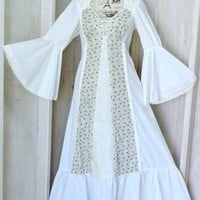 Vintage 70s Bohemian dress  / size M 8 / 9 / 1970s maxi dress / white floral long Hippie dress / Bell sleeve Full skirt Boho dress