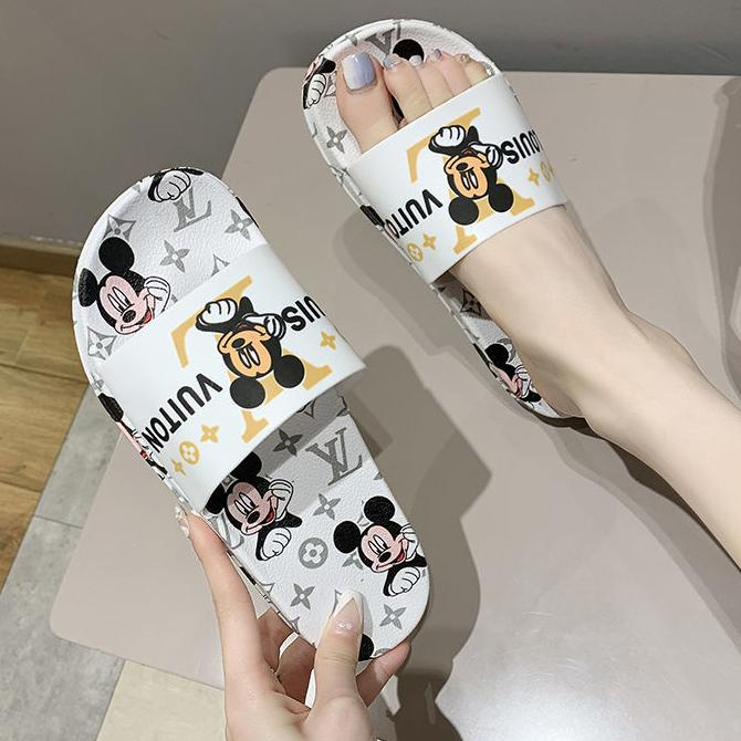 Image of LV Louis Vuitton slippers fashion outer wear summer beach flip flops casual sandals slippers Shoes White
