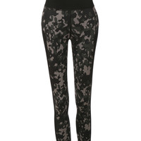 LE3NO Womens Active Camo Printed Capri Yoga Pants with Inner Pocket (CLEARANCE)