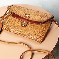 Vive La Difference Womens Constantine Covertible Woven Wallet