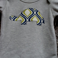 FREE SHIPPING // Heather Gray Bodysuit with Turtle Applique // Size 0-3 months // Navy and Green // Baby Boy Clothing // Turtle Bodysuit