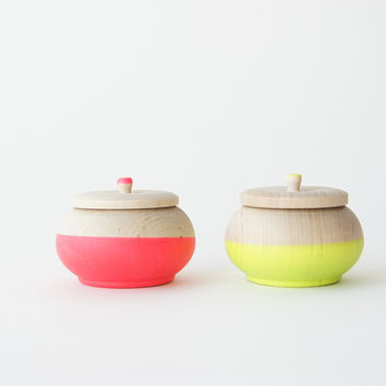 Treasure Pots, Neons