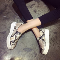 Brand Sneakers Women Snakeskin Loafers Flats Shoes Woman Casual Slip on Platform Shoes