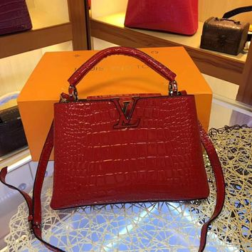LV Louis Vuitton WOMEN'S LEATHER Capucines HANDBAG INCLINED SHOULDER BAG