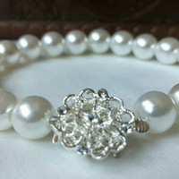 Stylish Wedding Ivory Pearl Bracelets Vintage style Art Deco Bridal Jewelry with silver plated flower.
