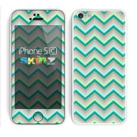 The Vintage Subtle Greens Chevron Pattern Skin for the Apple iPhone 5c