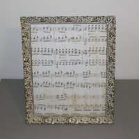 White and gold vintage 8 x 10 ornate metal frame