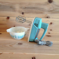 Vintage 1950's Turquoise General Electric 3 Speed Hand Mixer