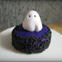 Ghost Halloween Cake in one inch dollhouse miniature scale