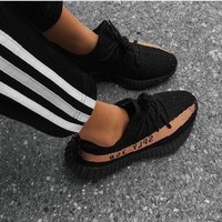 Adidas Yeezy 550 Boost 350 V2 Trending Women Men Casual Movement Running Shoe Sneakers