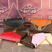 Hipgirls Louis vuitton LV sells casual women's printed, color-matching flip - cover thin chain shoulder bag