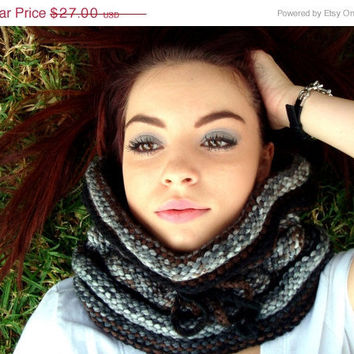 CIJ Sale - 10% off - Hand Knitted Neck Warmer - Cowl - Seamless Scarf - Unisex - Neutral Color - Winter Fashion