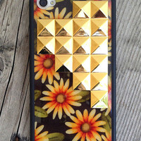 Sunshine Daisy Gold Studded Pyramid iPhone 4/4s Case | Wildflower cases