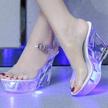 Explosive hot selling fashion crystal bottom luminous sandals shoes