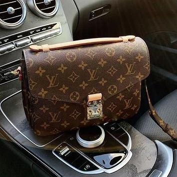 LV Louis Vuitton Fashion Ladies One Shoulder Messenger Bag Envelope Bag Cosmetic Bag
