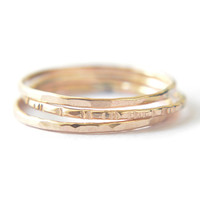 Signe 1mm - 3 gold stacking rings