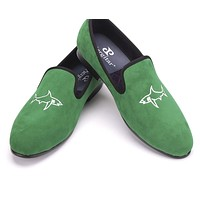 New arrival Handcrafted men grass green velvet shoes with simplified shark embroidery Party and Prom men