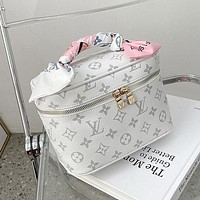 Louis Vuitton LV presbyopia casual fashion shoulder bag