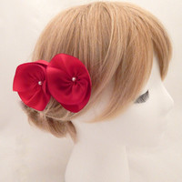 Red hair comb, red flower hair comb, red bridal comb, red rose hairpiece, red silk flowers, bridesmaid gift, red color theme, red hairpieces