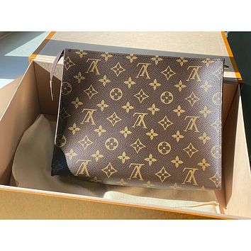 Louis Vuitton LV 26 wash bag wash bag cosmetic bag clutch