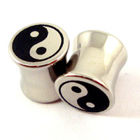 """Yin Yang symbol Double Flared Plugs - Stainless Steel - 2g 0g 00g 7/16"""" (11 mm) 1/2"""" (13mm) 9/16"""" (14mm) 5/8"""" (16mm) - Metal Gauges"""