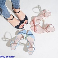 Fashionable popular kitten heel sandals with kinks