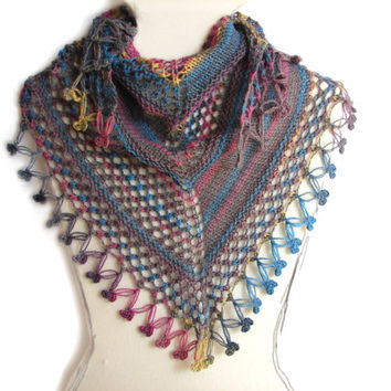 Grey shawlette with a touch of color, triangular scarf for women and girls, handknit lace scarf, frilly crochet edge, spring trends