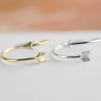 Dainty arrow love rings; everyday ring ; wired ring ; chic , modern and delicate ; adjustable size