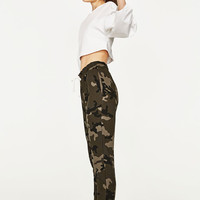 CAMOUFLAGE JOGGING TROUSERS DETAILS