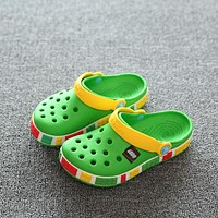 2018 Children Mules And Clogs Kids Beach Shoes Breathable Hole Sandals Slippers Young Boys& Girls Candy Color Rubber Footwear