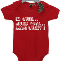 IM CUTE MUMS CUTE DADS LUCKY GIFT CUTE BABY GROW BOY GIRL BABIES CLOTHES FUNNY