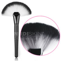 Large Deluxe Soft Kabuki Fan Brush - Black