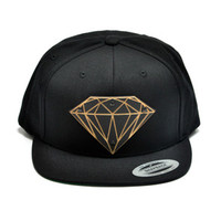 Diamond Sign Wood Charm Snapback in Black