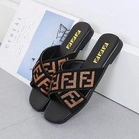 FENDI new fashion outer wear flat-bottomed comfort and relaxed Hong Kong style all-match cross-woven sandals and slippers