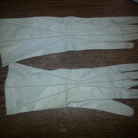 Vintage Seamless Soft Off White Leather Gloves by Alexette - Size 7 1/4