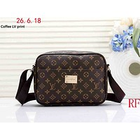 LV tide brand men and women models wild casual shoulder bag Messenger bag