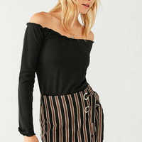 UO Off-The-Shoulder Lettuce-Edge Top   Urban Outfitters