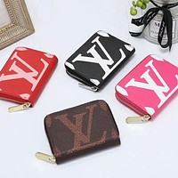 LV Louis Vuitton LV classic printed letters men and women zipper small wallet clutch bag cosmetic bag