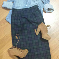 Vintage knee length wool green and navy plaid flannel pencil skirt