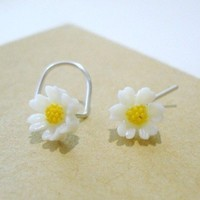 sterling silver...DAISY A DAY.....nose stud..