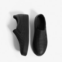 QUILTED BLACK SNEAKERS DETAILS